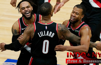 Damian Lillard Claws buzzer-beating 3-pointer to Provide Trail Blazers Success in final seconds