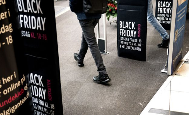 Men spend more than women on black friday