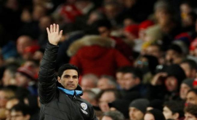 Arsenal picks former captain as coach