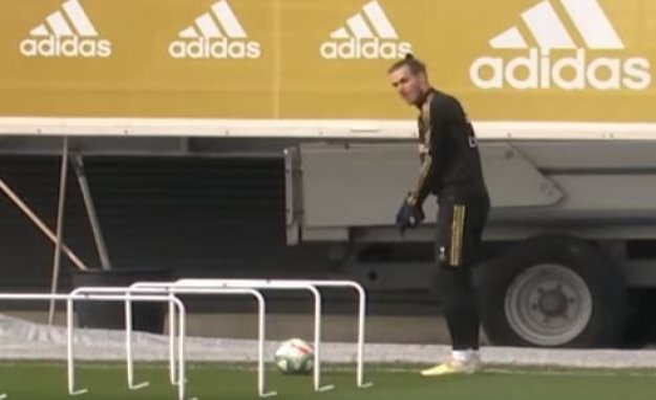 Trouble again? Gareth Bale swings golfkøllen for training