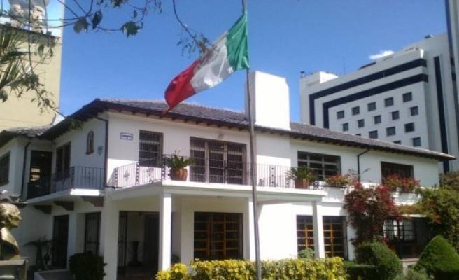 Mexico gives asylum to four opponents ecuadorians