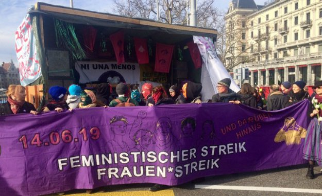 Woman strikes Zürcher Bellevue lame