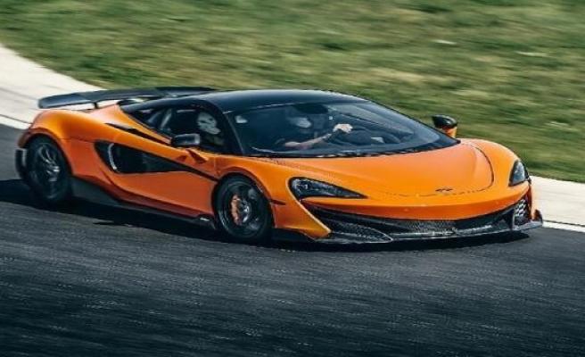Carlos Sainz: McLaren-service car 600LT is now replaced by Ferrari