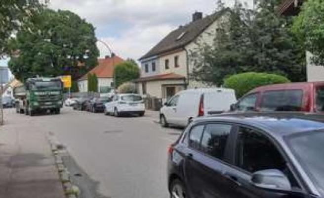 Erding: car Parking as a traffic obstacle | Erding