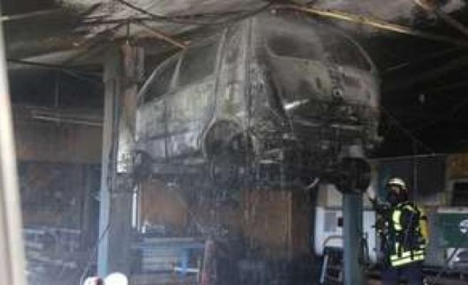 Gauting, Bavaria, Germany: Car workshop fire triggers - Three people were injured | Gauting