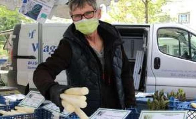 Geretsried: weekly market popular as ever - the asparagus dealer Wagner | Geretsried