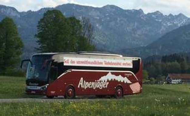 Lenggrieser Alpine hunters demonstrates the Bus-entrepreneurs in Berlin | Lenggries