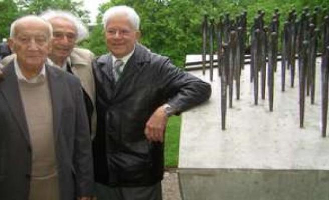 Poing: Holocaust Survivor Leslie Schwartz is dead | Poing