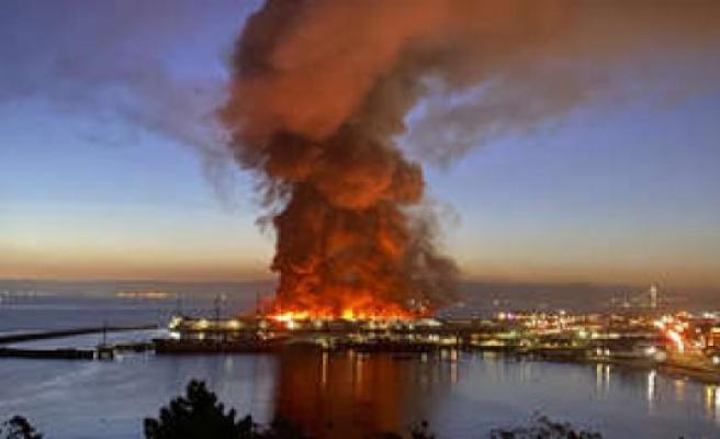 San Francisco (USA): Devastating fire! Historic Pier 45 in flames | world