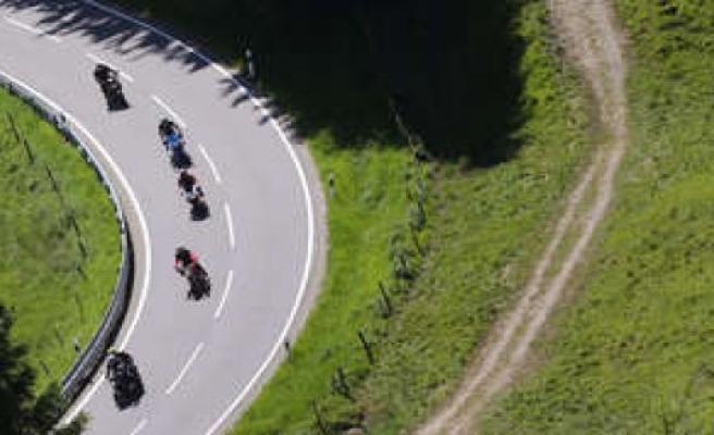 Augsburg/Bayern: motorcycle rider (32) dies in Tour with three friends in Königsbrunn | Augsburg