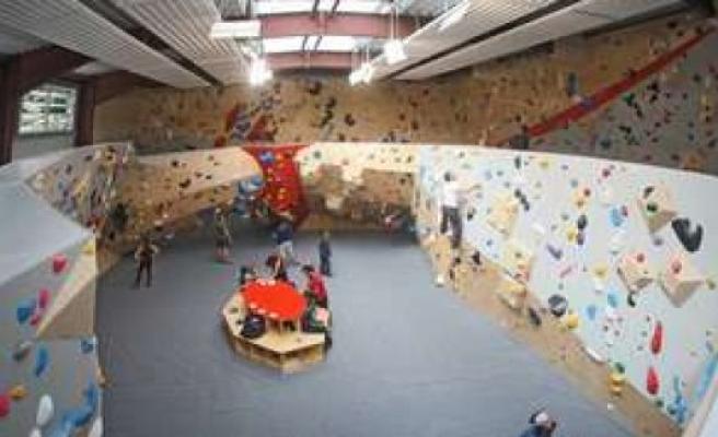 Boulder hall opened: visit to a snake in front of the start   Bad Tölz