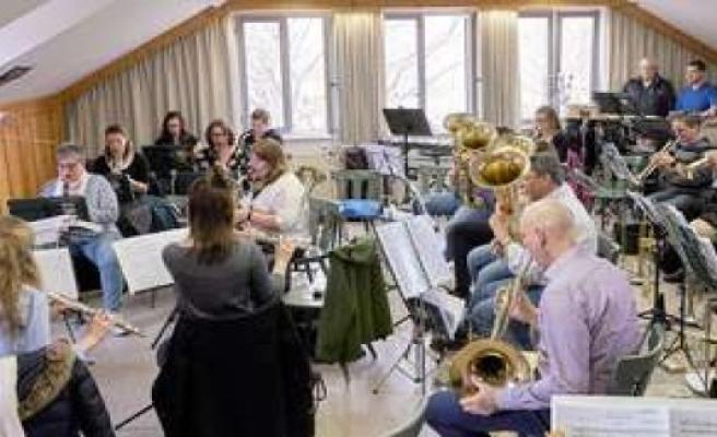 Brass bands, full of anticipation: yay, we're rehearsing again! Lkr. Starnberg