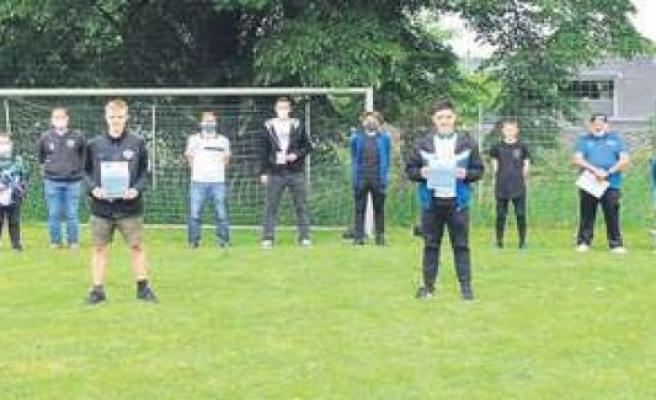 ESV Penzberg-Trio wins digital football tournament | district of Weilheim