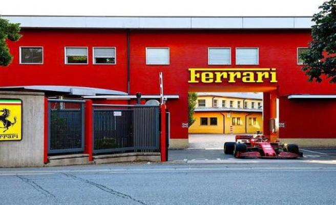 Ferrari-demo travel: Leclerc with SF1000 on public roads in Maranello