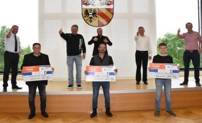 Gelnhausen, Germany: Premiere: award ceremony of the 1. Radio MKW-La Ola Song contest