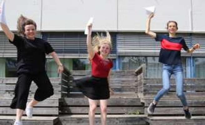Geretsried: Three women, three dream notes: Geretsrieds best graduates of their future reveal plans | Geretsried