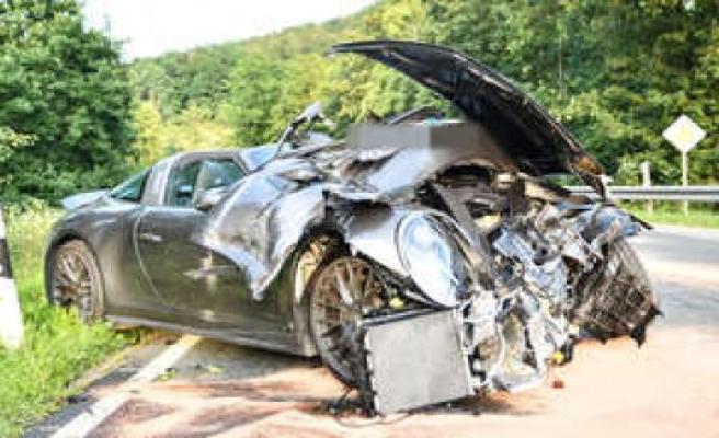Happurg (Nuremberg, Germany): Porsche driver overlooks Audi and crashes into car - sports car badly damaged | Nürnberg