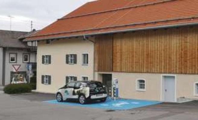 Lampl-estate located in Bad Kohlgrub: blue marker for E-Car-Sharing was a mistake   Bad Kohlgrub