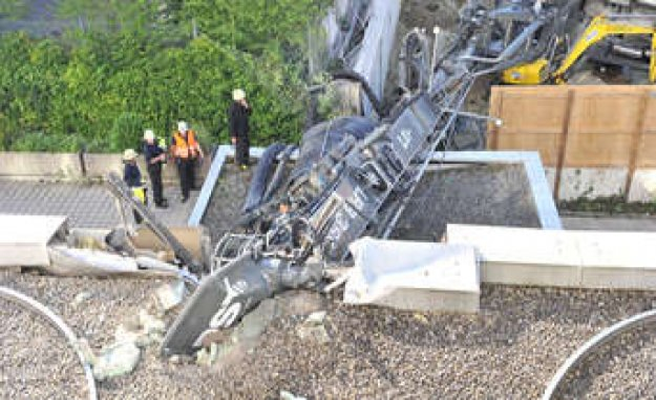 Munich: construction machine tipped over and ravaged ADAC-office - fierce Details | Schwanthalerhöhe