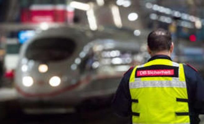 Nuremberg/Bavaria: ICE-black-driver injured several people - soldiers have no Chance   Nürnberg