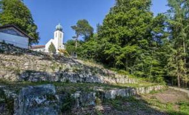 Starnberg/Bavaria: monastery garden: We don't have the money | Starnberg