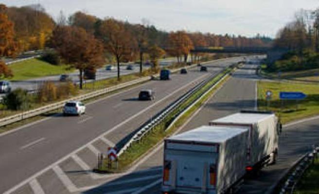 Unterhaching: Under alcohol: Taufkirchner overturns on the A995   Unterhaching