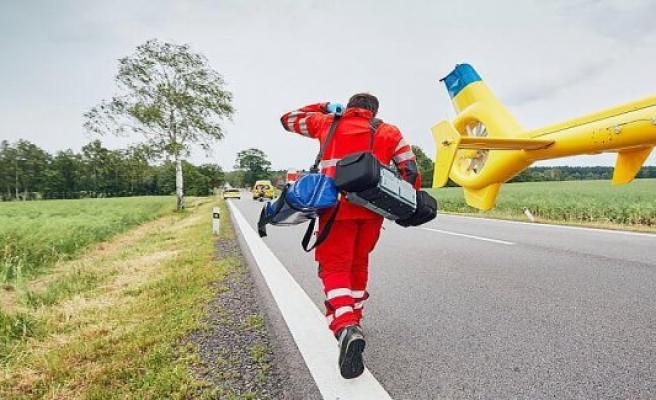 Bad Kissingen: Bad Kissingen: lands vans in the ditch - driver injured by Airbag difficult