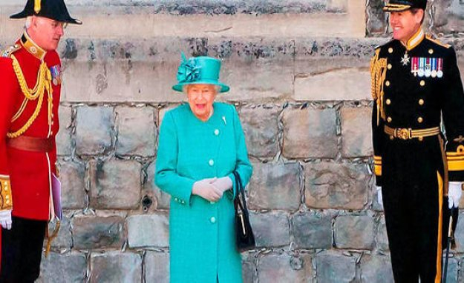 Elizabeth II, engineering policy - The Point