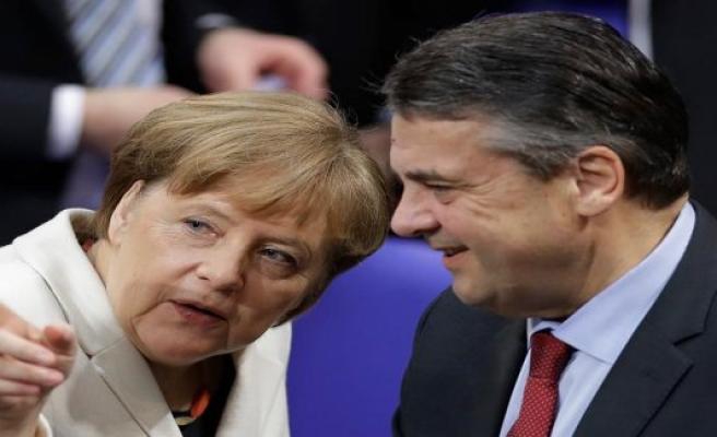 Ex-adviser Gabriel defends the bogeyman of the Nation, and Tönnies urgent advice
