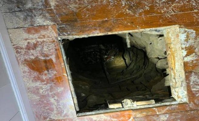 In the six-Meter-deep wells like: man breaks through the floor