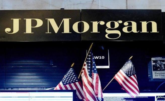 JPMorgan moves billions of dollars in profits, Wells Fargo with first loss since 2008