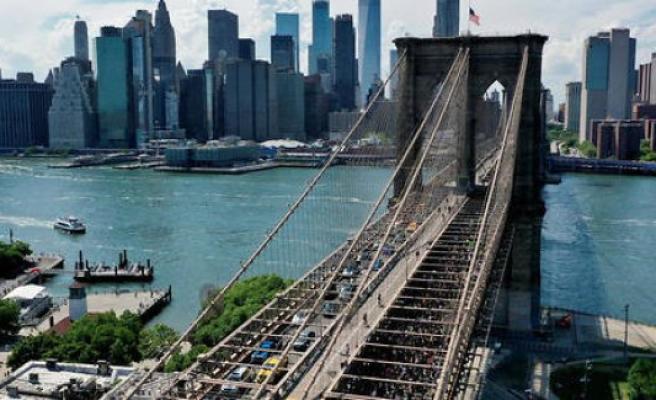 New York : the Brooklyn bridge wants to make a new skin - The Point
