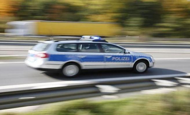 Polizeiinspektion Sankt Wendel: car lands in front yard