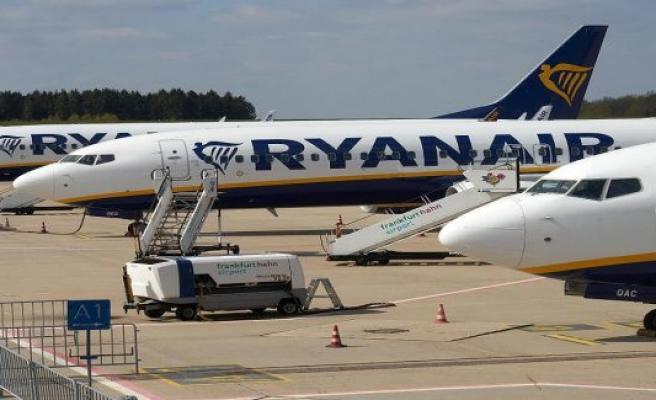 Ryanair flight from Berlin need to make an emergency landing in Greece - a fire-Alarm in the Cockpit