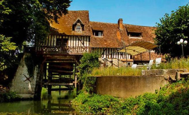 The moulin dAndé, a house of culture - The Point