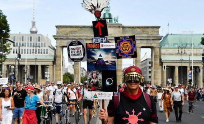 Anti-vaccine, neo-nazis, old hippies..., létonnant procession anti-coronavirus Berlin - The Point
