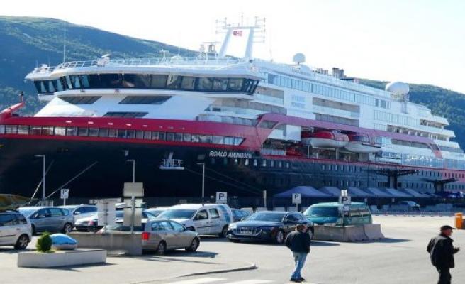 Cruise Fiasco! Hurtigruten have to cancel due to Corona-the outbreak of travel - also Aida affected