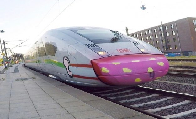 Protective masks-Graffiti on ICE: Deutsche Bahn praises of spray-villains