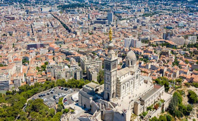 Songs on my funny city #6 – Marseille séveille - The Point