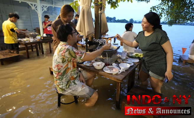 At flooded restaurant near Bangkok, the special is a splash