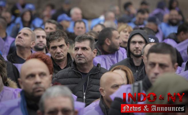Bulgarian coal miners demand job security, fear changes