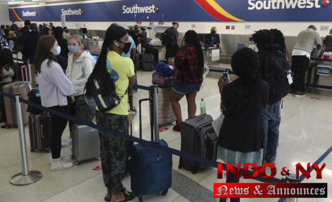 Southwest cancels hundreds more flights; passengers stranded