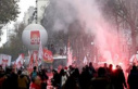 Dramatic scenes in Paris, blood and tear gas in the...