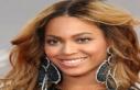 Simple alert: US Politimer Beyoncé holds for Italian...