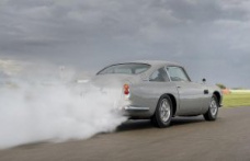 Aston Martin DB5 Goldfinger: classic in the driving report