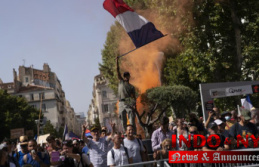 France sees health pass protestors march again