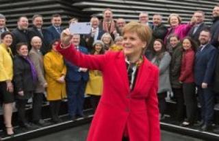 Scottish leader calls referendum on secession after...
