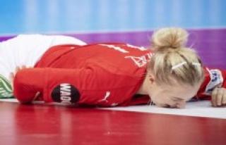 Women's downturn regret DIF: Handball brings together...