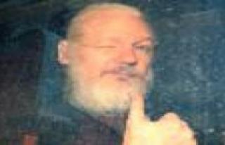 López Obrador calls for the release of Julian Assange,...