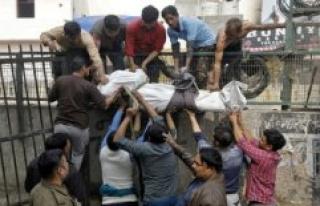17 people died in massive riots in New Delhi
